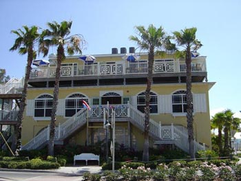 A photo of a beautiful home located in Bradenton Florida which is an example of homes our agents can help you buy.